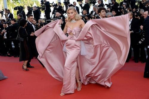 Elsa Hosk i Alberta Ferretti under Cannes filmfestival 2018.