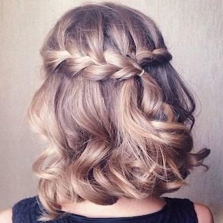 frisyrer för medellångt hår