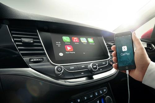 Instrumentpanelen har fått en ny stor pekskärm. Opel har behållit flera direktreglage – bra!
