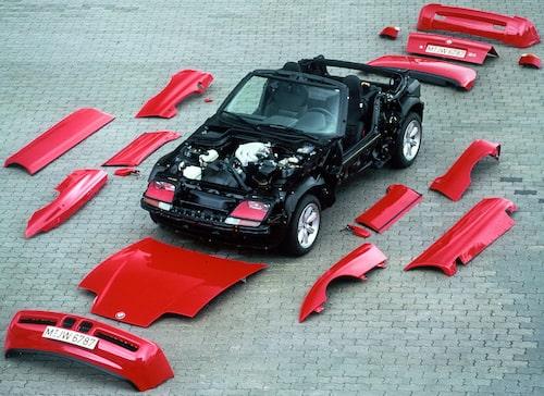 BMW Z1 var enkel att strippa på kaross. BMW till och med rekommenderade att köpa två karosser i den som köpte en Z1. Två karossen i två olika färger så man kunde byta färg på bilen när man kände för det.