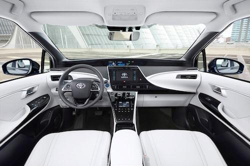 Toyota har valt att låta insidan se lika märklig ut som utsidan. Udda är det i alla fall.
