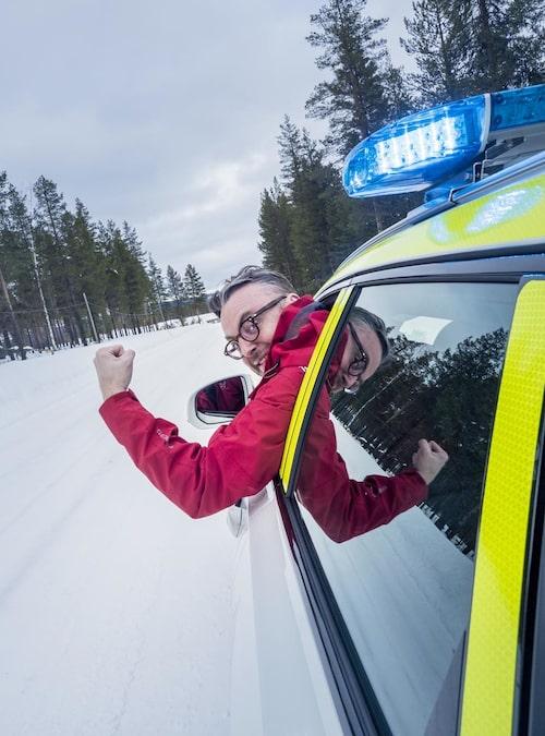 Hans Hedberg får lov att vara polis ett par dagar. Buset lever extra farligt!