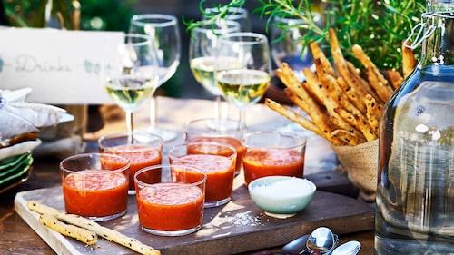 Recept på gazpacho i glas med chorizogrissini.