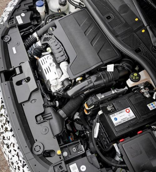 PSA:s trecylindriga bensinmotor har åkt rakt ner i Opel Corsa.