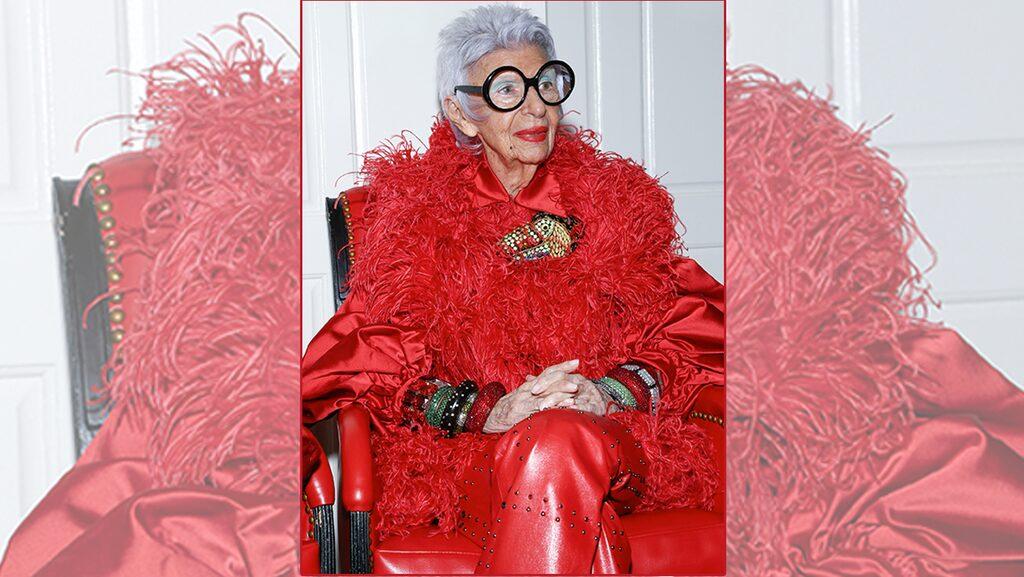 Iris Apfel är 98 år och lika pigg i sinnet som i klädstilen.