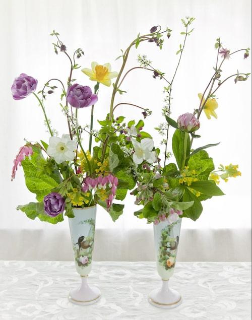 Ett sirligt stilleben som låter varje blomma tala. Tricket är att inte använda för många, och att skära stjälkarna i varierande längd.