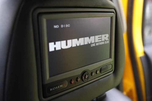 Enkel kvalitet och plastig känsla. TV-skärmar står för den bästa underhållningen i Hummer H3.
