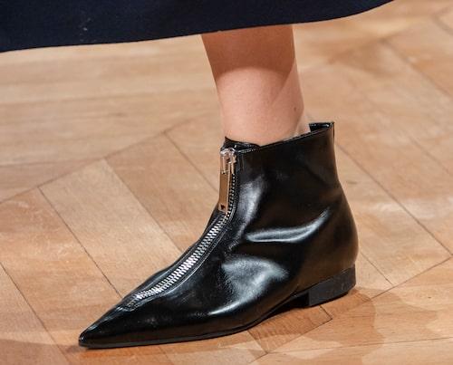 Spetsiga låga skor hos Stella McCartney AW20.