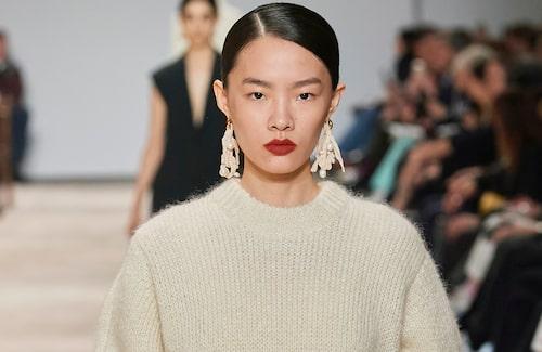 Maxade örhängen är ett stilsäkert drag hösten 2020.