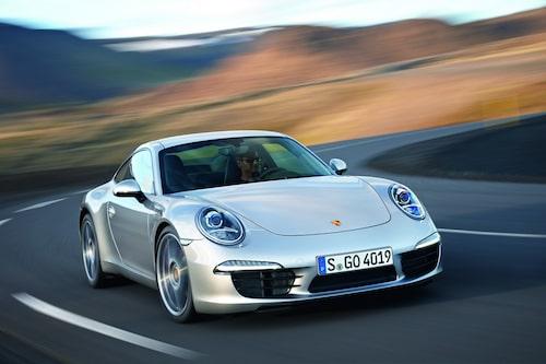 Nya Porsche 011 Carrera S. Här syns tydligt den nya placeringen av sidobackspeglarna.
