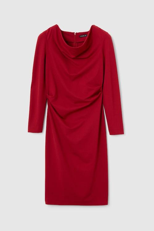 Figurnära klänning från Mq Market.