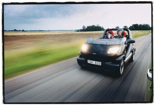Provkörning i Teknikens Värld nummer 19/2002. Toppfarten var 140 km/h, och i den gick det faktiskt att tala med varandra utan att hamna i falsett.