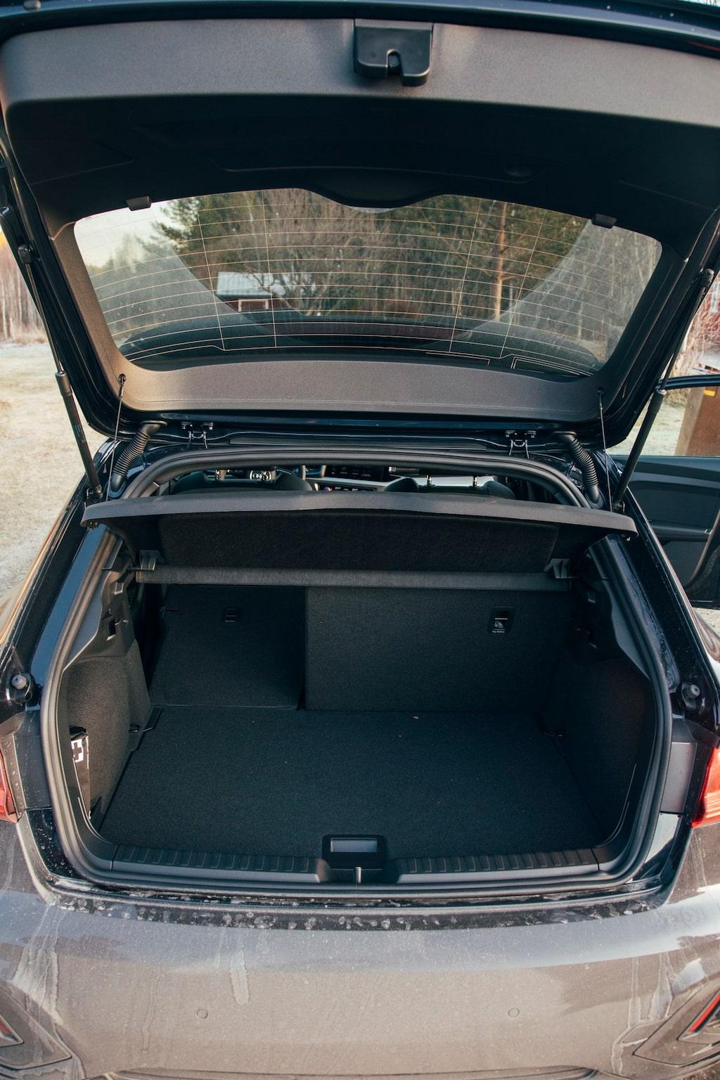 A1 har ett kort bagageutrymme. Takhöjden är dock bra och bredden mellan hjulhusen likaså.