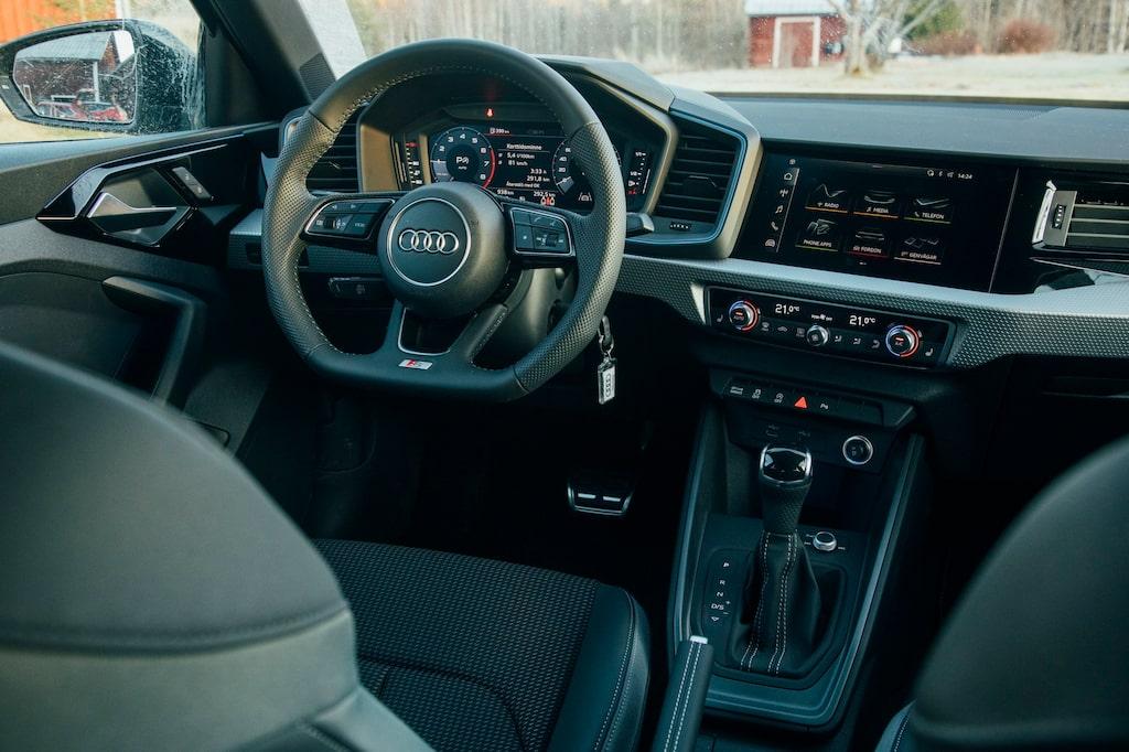 Testlaget noterar att A1 har en praktisk nyckelhållare på rattstången. Väldigt få bilar har en sådan nu för tiden.