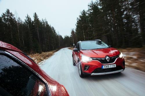 Andra generationen Captur delar chassi och teknik med Nissan Juke och småbilen Clio.