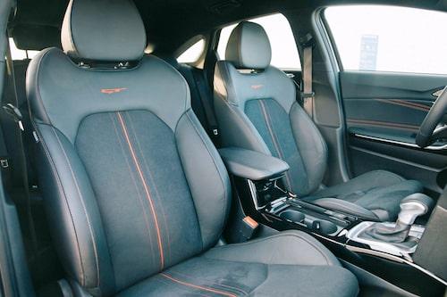 GT-stolarna är bekväma och ger stöd åt kroppen när du vill svänga extra mycket höger/vänster.