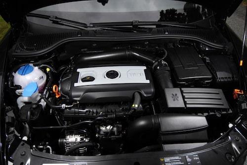 De 160 turbohästarna  trycker till ordentligt i ryggen när så önskas.