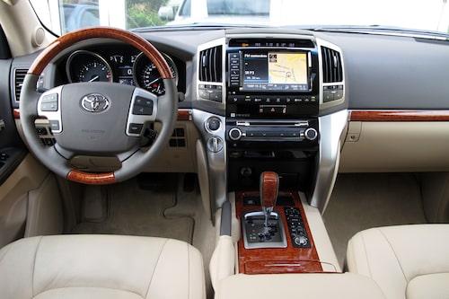 Lyxigt och ombonat i Toyota Land Cruiser V8. Åkkomforten? Gudomlig!