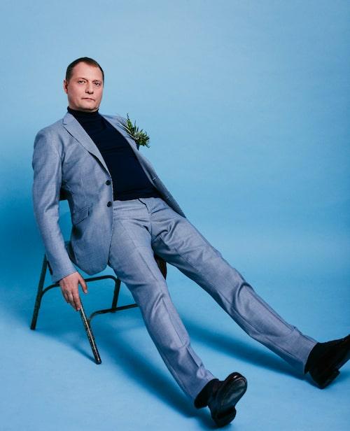 Magnus Carlson i kostym och polotröja från Burberry. Skorna är hans egna.