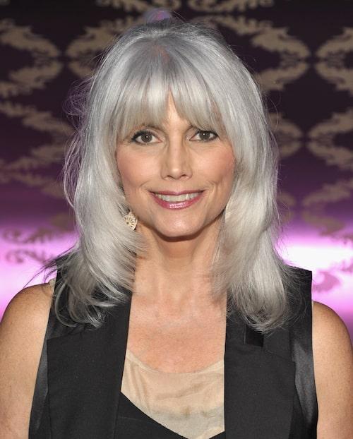 Artisten Emmylou Harris, 73, år, bevisar att du inte behöver ge upp lugg, längd och volym i takt med åldern.