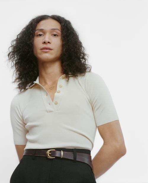 Pedro bär piké från Uniqlo, byxor från Our Legacy och bälte från second hand.