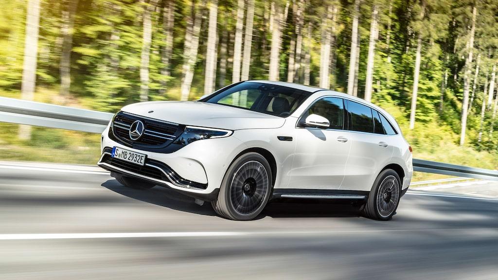 Mercedes EQC kostar från 805 900 kronor, cirka 225 000 kronor mer än bensin- och dieseldrivna syskonet GLC. Denna skillnad kommer att vara eliminerad om tre år, menar UBS undersökning.