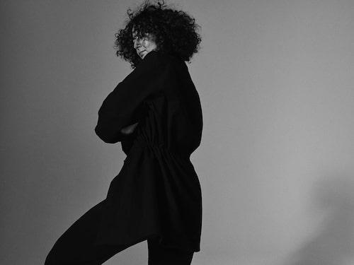 Aleksandra Avli bär: Skjorta av bomull, 790 kr, och byxor av polyester/ull/ elastan, 890 kr, båda Cos.
