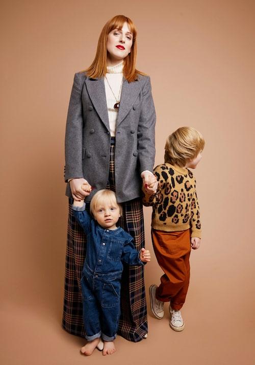 Cissi Wallin med sina söner.