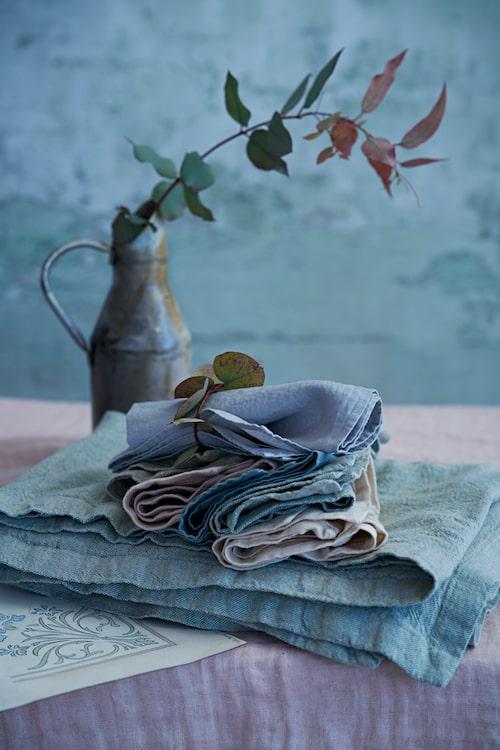 Strävt möter mjukt. Gedigna material som linne och bomull sätter stilen.