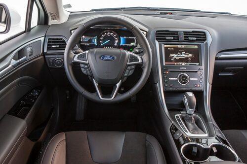 Ford har städat upp bland knapparna. Men varför är de så små?