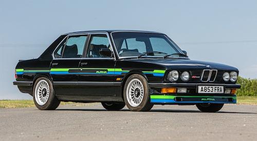 På Silverstone Auctions såldes inte bara bilar i miljonklassen. Ett exempel är denna BMW Alpina B9 3.5 från 1983 som gick för 451 000 kronor.
