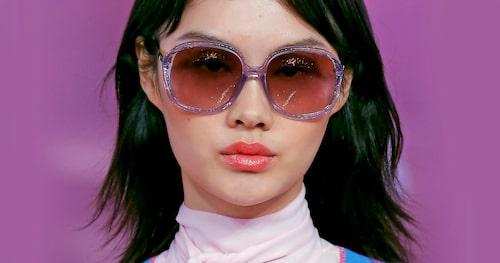 70-talet har tagit modevärlden med storm och nu är de enorma xxl-bågarna tillbaka.