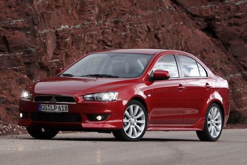 Formen för tankarna dels till Galant men också till Volvo och Alfa Romeo. Gamla Mitsubishiägare lär bli nöjda – och så också nya.