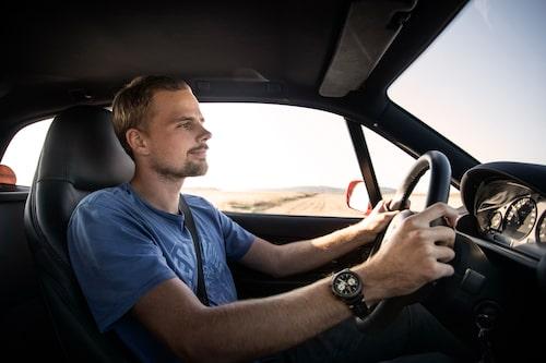 Jesper Åhlander njuter av varje sekund bakom ratten på sin BMW Z3 Coupé från 1999.