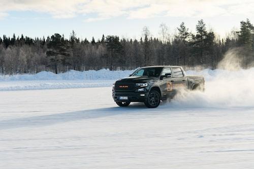 Dodge Ram 1500 på fullt uppställ. D-Experience har två till sitt förfogande för den som vill.