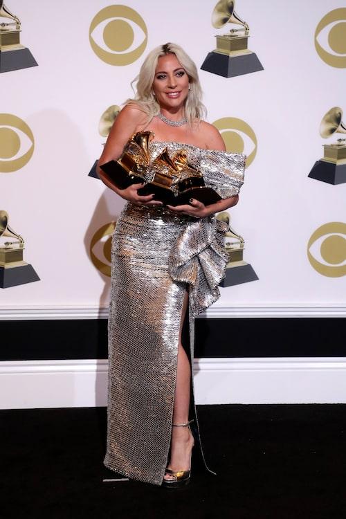 Lady Gaga vann flera priser under galan; Bästa popsolo (Joanne), bästa låt skriven för visuell media (Shallow) och bästa popduo/gruppframträdande i A star is born.