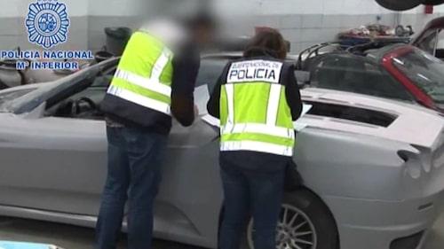 Polisen hittade många donatorbilar och flertalet Ferrari-karosser, vissa färdigbyggda, andra nyss påbörjade.