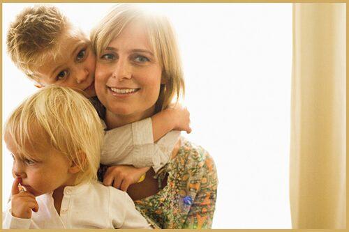 Christina Tillman med sina barn har valt att uppmärksamma frågan om att alla barn ska skyddas mot alla former av sexuella övergrepp.