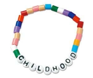 Varje färg på pärlorna uppmärksammar en artikel i FN:s barnkonvention. childhood.se.