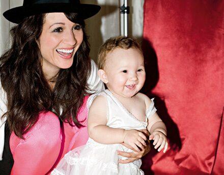 Jennifer Brown och lilla Lilly, på mama-fest.