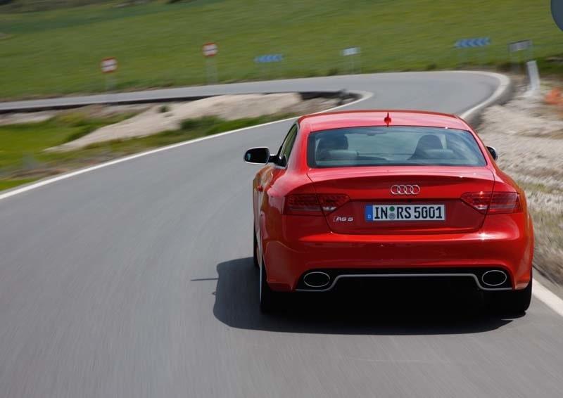 Dubbla avgasrör, ett i vardera hörn, är ett kännetecken för Audi RS5.