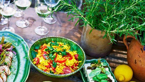 Recept på risoni med paellasmak.
