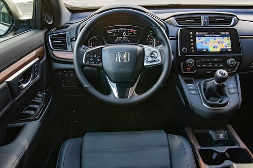 En ombonad förarmiljö med den smarta och Honda-typiska växelspaksplaceringen.