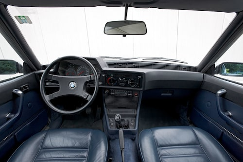 I reklamen påstods att 6-serien var fyrsitsig – en sanning med modifikation. Som vanligt med coupéer fick man betala dubbelt för sin fåfänga. Priset var högre och utrymmena sämre. 6-serien var inget annat än 2+2-sitsig.