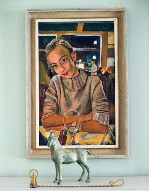 Porträtt av dottern Olga. Bronshäst från Grafikens hus i Mariefred (numera i Södertälje).