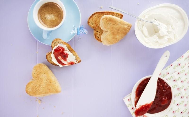Vem vill inte en smörgås som ser ut som ett hjärta?