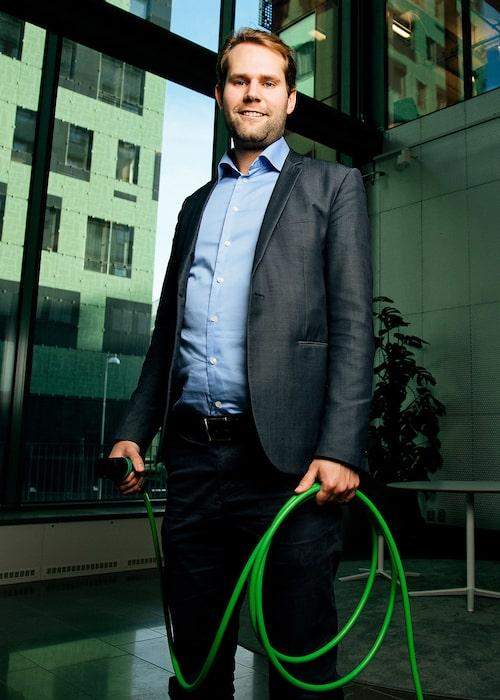 Marcus Henriksson arbetar med framtidens elbilslösningar på Fortum Charge & Drive.