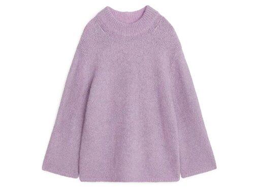 Lila tröja från Arket. Klicka på bilden och kom direkt till produkten.