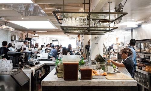 På bageriet, kaféet och delin Gjusta i Venice är det alltid full rulle.
