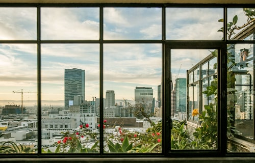 Utsikten från Ace Hotel i Downtowm, Los Angeles. Det bor nästa fyra miljoner människor i staden (förorterna inte inräknade) som är den amerikanska västkustens inofficiella huvudstad.